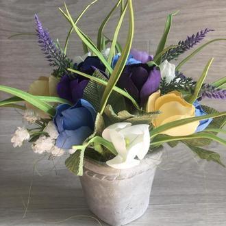 интерьерный весенний букет из крокусов