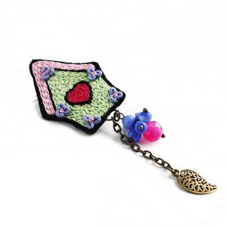 Весенняя брошь домик с подвеской Салатовая брошь значок на рюкзак Подарок для девушки на 8 марта