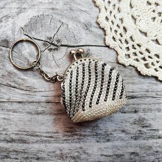 Маленькая вязаная монетница-брелок из бисера Кошелек для мелочи