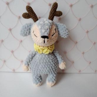 Плюшевый оленёнок
