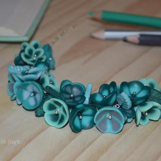 Колье с цветами ручной работы в мятных тонах