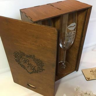 Келихи з гравіюванням у дерев'яній коробці з ініціалами (горіхове дерево)