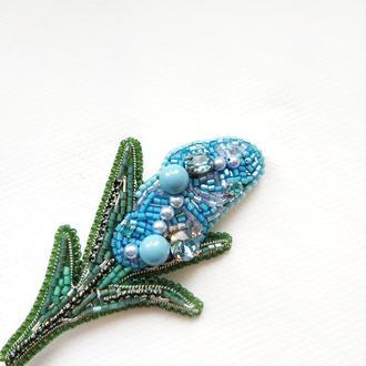 Вышитая брошь с кристаллами Swarovski Гиацинт. Голубой цветок. Весенняя брошка к 8 марта.