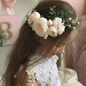Віночок з білими трояндами на одну строну