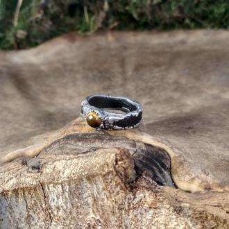 Кольцо с тигровым глазом в серебре на дубовой основе с натуральными листьями