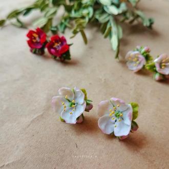 Серьги с цветами яблони