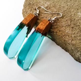 Голубые длинные серьги  из древесины дуба и ювелирной смолы в подарок девушке