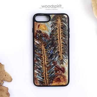 Деревянный чехол для айфон 7 8 плюс из шишек и эпоксидной смолы