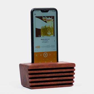 Подставка для смартфона из дерева.