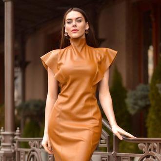 кожаное платье футляр с крыльями