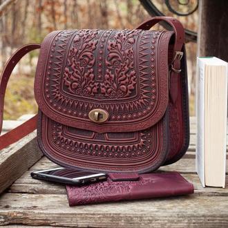 Большая кожаная сумка бордо с тиснением орнаментом этно бохо стиль