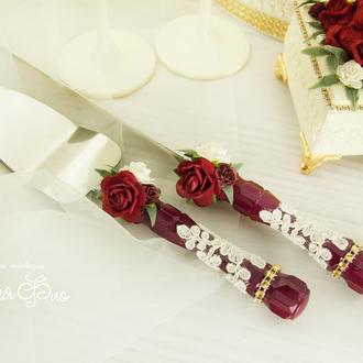 Бордовый нож и лопатка для торта / Ніж і лопатка для весільного торту / Приборы для торта марсала