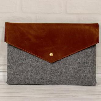 Чехол-конверт для ноутбука из кожи и войлока. Защита от грязи и царапин.