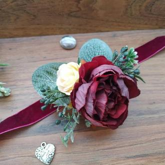 Свадебная бутоньерка на руку Марсала Цветочный браслет для свидетельницы Свадебные бутоньерки