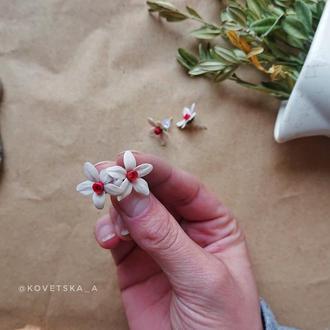 Серьги с цветами нарцисса из полимерной глины