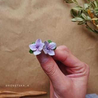Серьги пусеты с цветами гортензии из полимерной глины