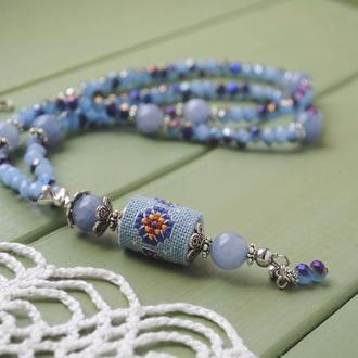 Длинные бусы с кварцем, гранеными бусинами и ручной вышивкой в этно стиле