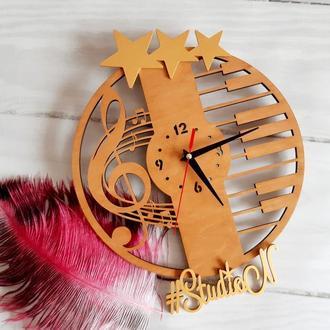 """Часы деревянные """"Скрипичный ключ"""" с декором звезды 35х35 см"""