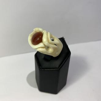 Кольцо из бивня моржа с природным натуральным камнем Сердолик