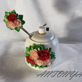 Сахарница и чайная ложка