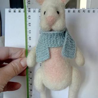 Белый кролик из шерсти