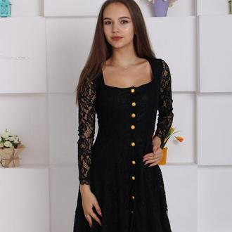 Эффектное кружевное платье