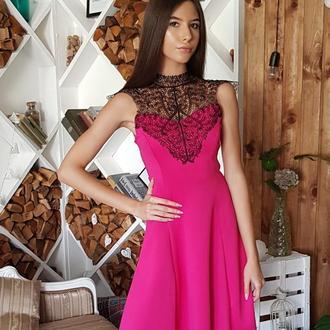 Женственное платье с ажурным кружевом