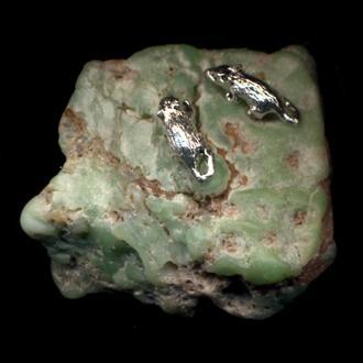 """Мыши посеребренные миниатюра на зеленом хризопразе """"Две Мыши"""""""