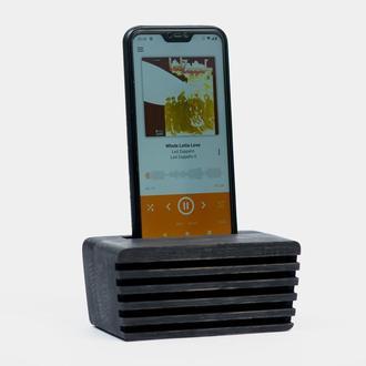 Подставка для телефона деревянная.
