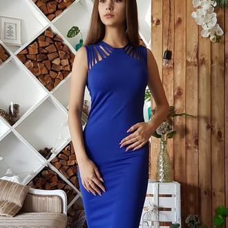 Силуэтное синее платье