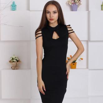 Изысканное облегающее черное платье