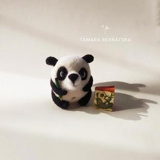 Панда с блокнотом