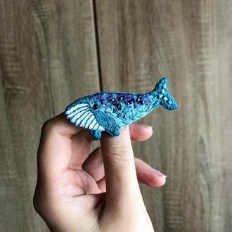 Брошь  Синий кит
