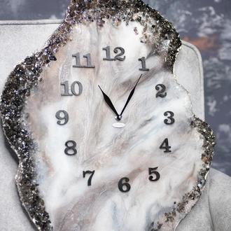 Настінні годинники не стандартної форми.