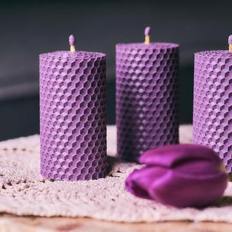 Подарочные наборы лавандового цвета из натуральных материалов.Набор из 3 медовых свечей и Эко мыла