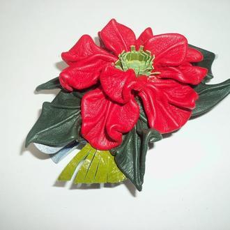 """Заколка из натуральной кожи """"Красный цветок"""""""