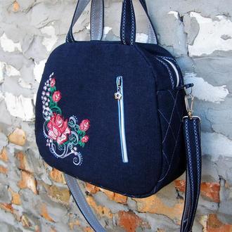 Джинсова сумка з вишивкою.