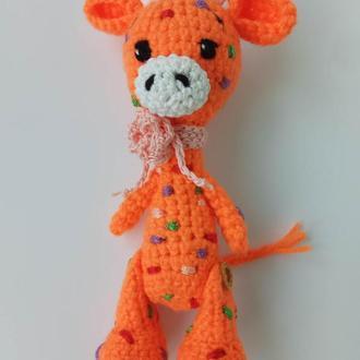 Жираф оранжевый в разноцветные пятнышки с розовым шарфиком