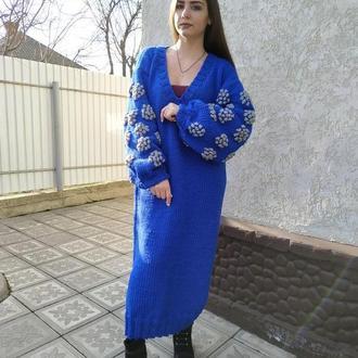 Вязаное платье длинное с объемными рукавами с декором ручная работа