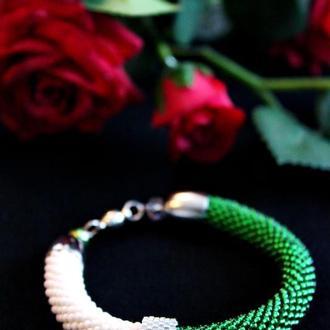 Сочный зеленый браслет-жгут для девушки. Подарок на День Рождения. Сувенир для дочки.