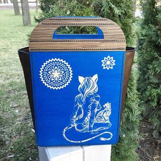 "Синяя сумка из дерева ""Девушка-кошка"""