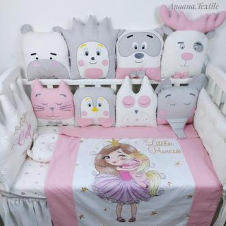 Комплект со зверюшками и короной в детскую кроватку для девочки