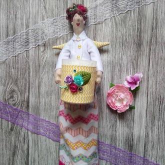 Кукла-хранительница ватных дисков и палочек.
