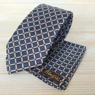 Синий галстук в клетку и платок паше