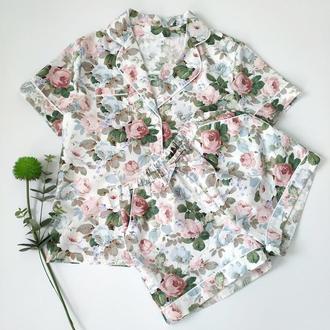 Пижама в цветы с рубашкой и шортами