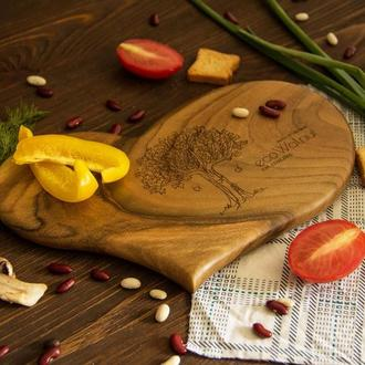 Разделочная кухонная деревянная доска с гравировкой из дерева