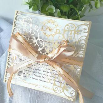 Ажурное приглашение на свадьбу в бежевом перламутре