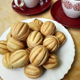 Большие орешки со сгущенкой