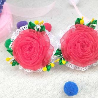 Розы из органзы на резиночках