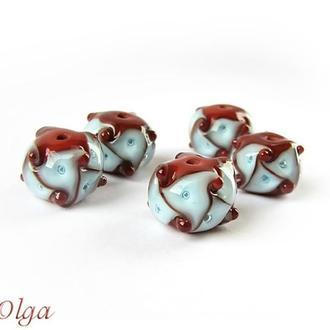 Бусины лэмпворк «Треугольники голубые на коричневом»